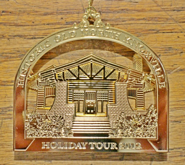 hometour_ornament_2012_gold