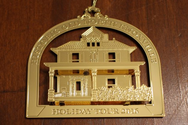 hometour_ornament_2016_gold