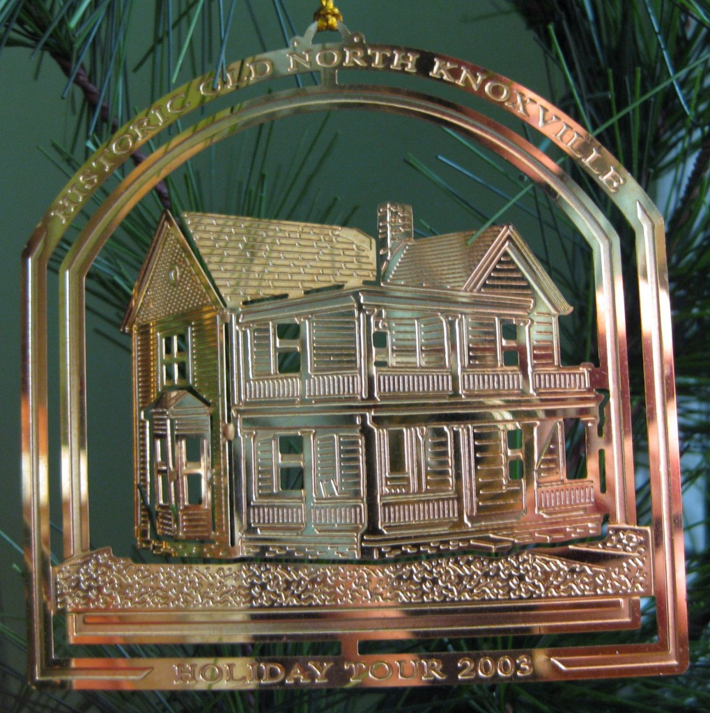 hometour_ornament_2003_gold